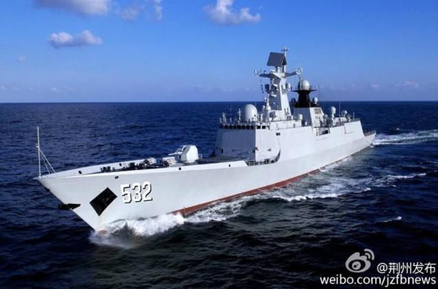 Hạm đội Đông Hải của Hải quân Trung Quốc, đã làm lễ tiếp nhận tàu hộ vệ tên lửa Type 054A số hiệu 532 Kinh Châu. Đây là tàu thứ 21 được sản xuất tại Trung Quốc. Ảnh: China News