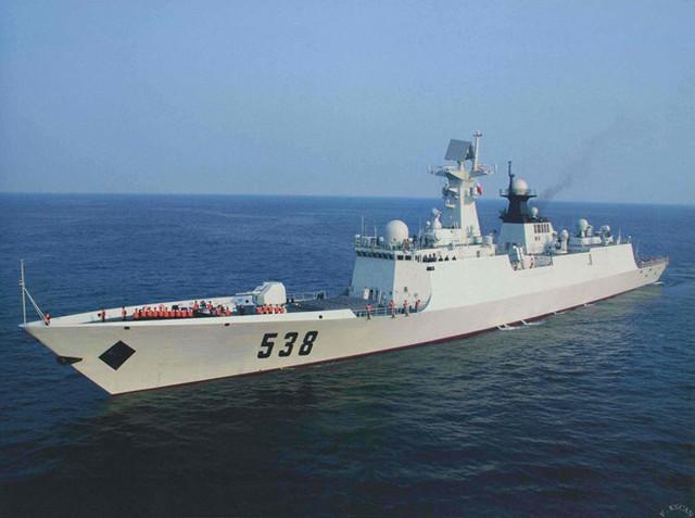 Jiangkai II được trang bị hệ thống động lực diesel kết hợp CODAD với 4 động cơ PA6 STC, tổng công suất 25.320 mã lực, tốc độ tối đa 27 hải lý/giờ, dự trữ hành trình 8.000 hải lý. Ảnh: Sino Defence