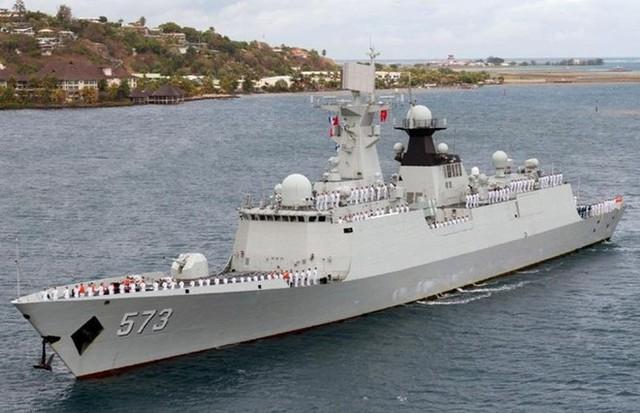 Tàu có chiều dài 134 m, rộng 16 m, lượng giãn nước toàn tải 4.000 tấn, thủy thủ đoàn 165 người. Ảnh: Chinese Military Review