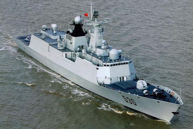 Phiên bản mới tập trung vào cải thiện hệ thống cảm biến và vũ khí nhằm nâng cao sức mạnh tác chiến. Type 054A được Trung Quốc sử dụng rộng rãi, từng tham gia nhiều cuộc tập trận xa bờ và thực hiện tuần tra ở gần quần đảo Senkaku/Điếu Ngư tranh chấp với Nhật Bản trên biển Hoa Đông.  Trung Quốc dự kiến sẽ đóng mới 24 tàu loại này để phục vụ cho tham vọng của họ ở châu Á - Thái Bình Dương. Ảnh: Jeffhead