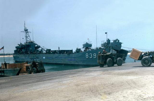 Cảng Cửa Việt - 1969 - Photo by K Weston.