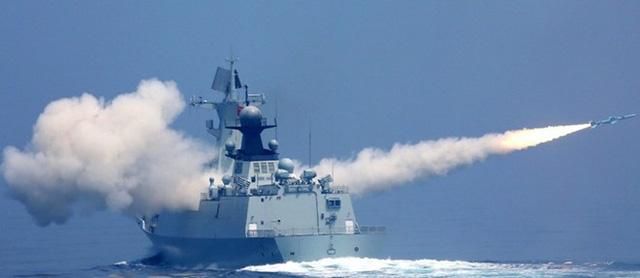 Vũ khí mạnh nhất của Type 054A là 8 tên lửa chống hạm YJ-83 tầm bắn khoảng 250 km mang theo đầu đạn nặng 165 kg. Ảnh: Jeffhead