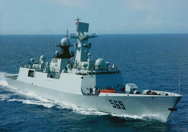 Ngoài ra, Type 054A còn được trang bị pháo hạm PJ-26 76 mm do Trung Quốc chế tạo dựa trên AK-176 của Nga. 2 hệ thống phòng thủ tầm cực gần Type 730, 2 cụm phóng ngư lôi chống ngầm 324 mm. Ảnh: Chinese Military Review
