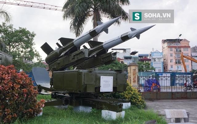 Bệ phóng tên lửa Pechora loại 2 cần được Liên Xô viện trợ cho Việt Nam năm 1972.