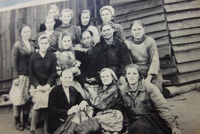 Ông Lý Phú San và các nữ công nhân tại Liên Xô