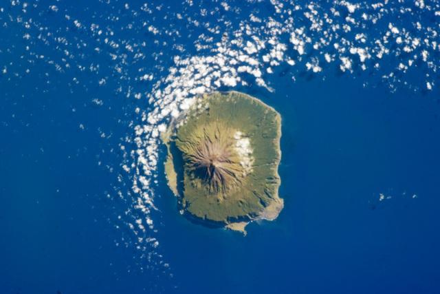 Bức anh chụp nhóm đảo Tristan da Cunha từ Trạm Vũ trụ Quốc tế (ISS) ngày 6/2/2013.
