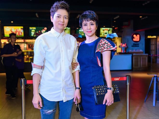 Thúy Hiền và chị gái Thúy Vinh.