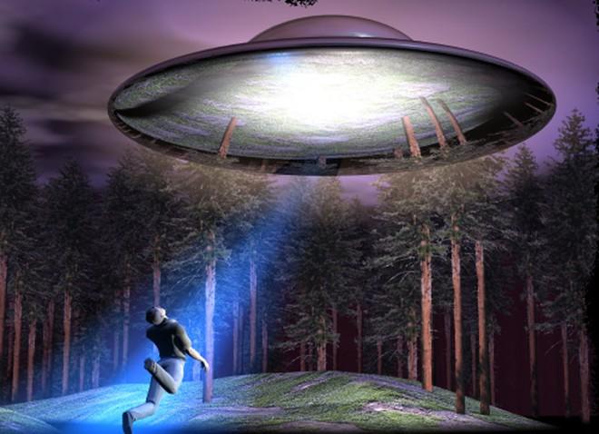 Vụ chạm trán người ngoài hành tinh gây chấn động nước Mỹ - Ảnh 2.