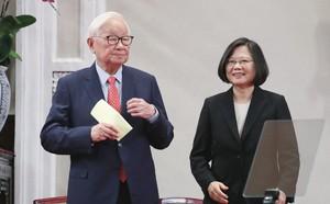 """Vô tình """"giúp"""" Trung Quốc hưởng trọn hào quang tại APEC-EAS, ông Trump để mất cơ hội vàng?"""