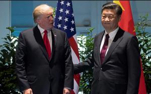"""""""Diều hâu"""" chống TQ bất ngờ có mặt ở thượng đỉnh Trump-Tập vào phút chót, Bắc Kinh hết đường xoay xở"""