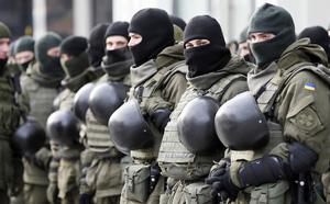 Căng thẳng tột độ: TT Poroshenko tung bằng chứng xe tăng Nga dồn dập kéo về biên giới Ukraine - ảnh 2