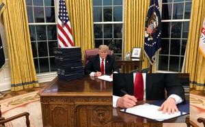 Dành cả Giáng sinh để viết Tweet khoe công, ông Trump càng để lộ sự bốc đồng và bế tắc - ảnh 1