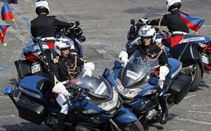 Bắt vệ sĩ trưởng của Tổng thống Pháp Macron do đánh người biểu tình - ảnh 1