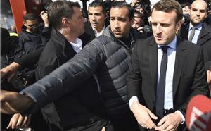 Ông Macron đáp trả tin đồn yêu đồng tính vệ sĩ vũ phu:  Cậu ta phản bội lòng tin của tôi! - ảnh 2