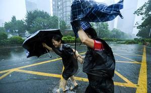 Trung Quốc tiếp tục cảnh báo đỏ với siêu bão Mangkhut - ảnh 1