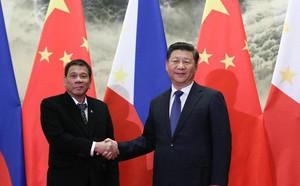 Sau chuyến thăm của ông Tập, Philippines nhận cảnh báo sét đánh về tiền Trung Quốc
