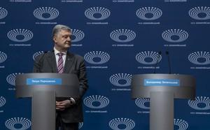 Tình cảnh rất báo động đối với ông Poroshenko: Gần như không còn cửa thắng trước danh hài? - ảnh 2
