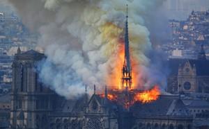 Cháy Nhà thờ Đức Bà Paris ngay đầu Tuần Thánh, một điềm báo chẳng lành: Giáo hội Chính thống Nga đau xót! - ảnh 1