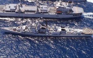 Tàu khu trục Mỹ áp sát bãi cạn Scarborough ở Biển Đông, Trung Quốc vẫn im lặng - ảnh 3