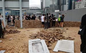 Biểu tình dữ dội bùng nổ ở Hong Kong, giao thông tê liệt hoàn toàn - ảnh 3
