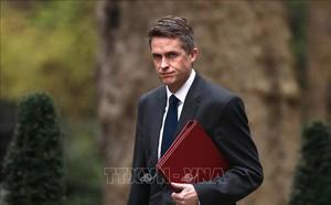 Tiết lộ cuộc điện thoại khiến Bộ trưởng Quốc phòng Anh mất chức - ảnh 1
