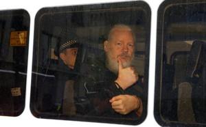 Công tố viên Thụy Điển chính thức đề nghị bắt giữ ông chủ WikiLeaks Julian Assange - ảnh 1