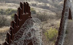 Mỹ: Thẩm phán ra lệnh cấm đối với dự án bức tường biên giới của Tổng thống Trump - ảnh 1
