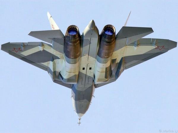 Máy bay chiến đấu được chia thành các thế hệ khác nhau và máy bay chiến đấu trong tương lai gần thuộc thế hệ thứ 5. Tuy nhiên, hiện chưa có loại chiến đấu cơ thế hệ thứ 5 nào được đưa vào chiến đấu. Ảnh trên là chiến đấu cơ thể hệ thứ 5 Sukhoi T-50 của Nga.
