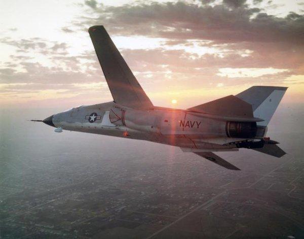 Có 7 chiếc F-111B được chuyển giao cho Không quân Mỹ trược khi phiên bản này bị ngừng sản xuất vào năm 1968.