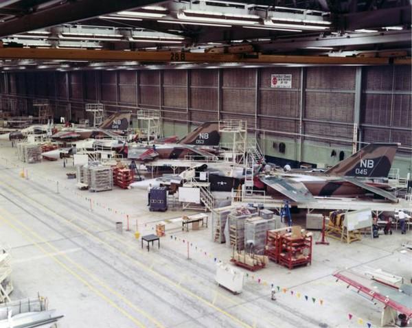 Các hoạt động sửa chữa bảo dưỡng F-111 được thực hiện tại xưởng ở Fort Worth, Texas, Mỹ.