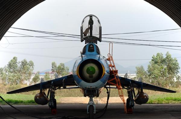 Máy bay cường kích Su-22M/M4 cũng có khả năng mang 2 đạn tên lửa R-60. Nguồn: Vnexpress.