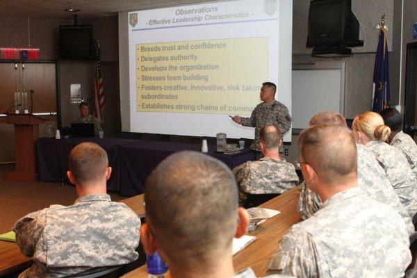 Ngoài thời gian huấn luyện trên thực địa, lính Mỹ cũng tham gia các hóa học về tiếng và văn hóa của người bản địa.