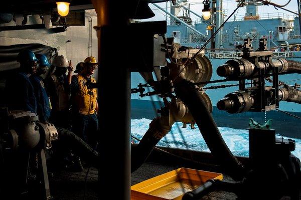 Bên trong khu làm việc của tàu sân bay Nimitz giống như một mê cung.
