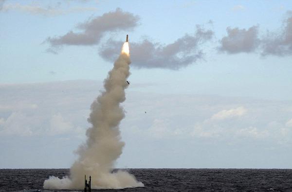 Trong ảnh là tên lửa Tomahawk được phóng từ tàu ngầm hạt nhân HMS Astute.