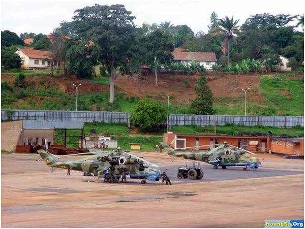 Mi-24A đang được bảo dưỡng tại Việt Nam