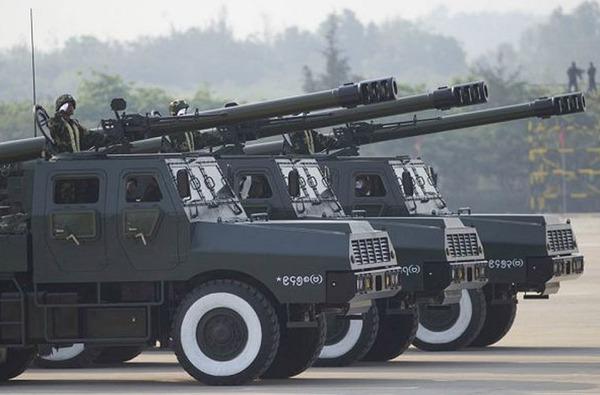 Pháo tự hành SH-1 do Trung Quốc sản xuất, được trang bị chủ yếu trong Quân đội Myanmar. Trong ảnh là đội hình pháo SH-1 tại cuộc duyệt binh của Quân đội Myanmar năm 2013.