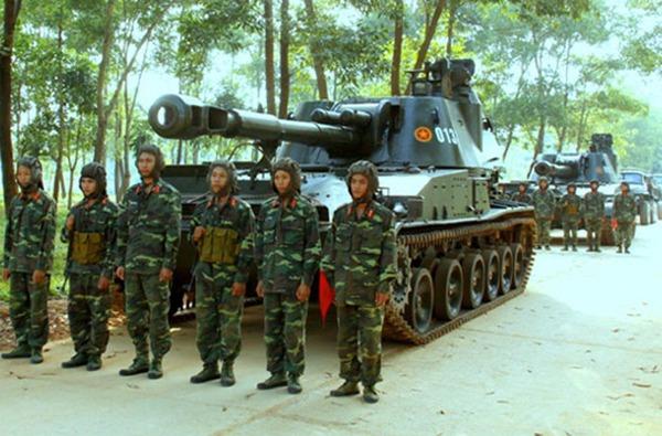 Ngoài M107, lực lượng pháo binh Việt Nam còn có sự phục vụ của số lượng pháo tự hành 2S3 Akatsiya (Việt Nam gọi là SU-152) được Liên Xô viện trợ từ những năm 1980. Trong ảnh là đội hình xe tập hợp chuẩn bị chiếm lĩnh trận địa trong cuộc diễn tập tại Lữ đoàn Pháo binh 45.