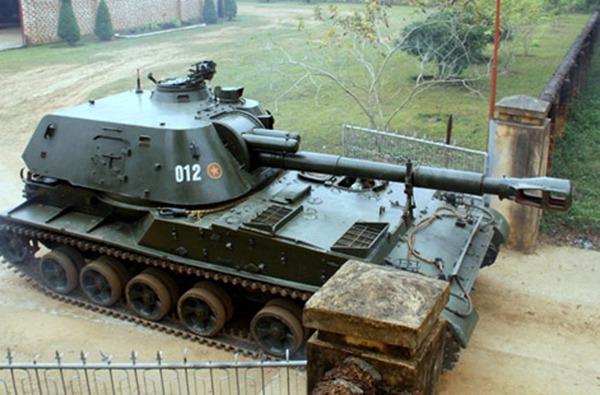 Pháo tự hành 2S3 Akatsiya được đặt trên khung gầm cơ sở xe bánh xích Object 123, trang bị pháo cỡ nòng 152mm D-22 đạt tầm bắn 18,5km.