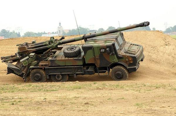 Pháo tự hành CAESAR (Pháp sản xuất) trang bị chủ yếu trong pháo binh Quân đội Hoàng gia Thái Lan (6 khẩu) và Quân đội Indonesia (37 khẩu). Ảnh minh họa