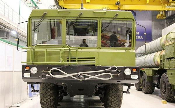 S-300PMU2 là một phiên bản cải tiến của S-300PMU-1 với tầm hoạt động mở rộng lần nữa lên 195 km (121 dặm) cùng tên lửa 48N6E2 mới.