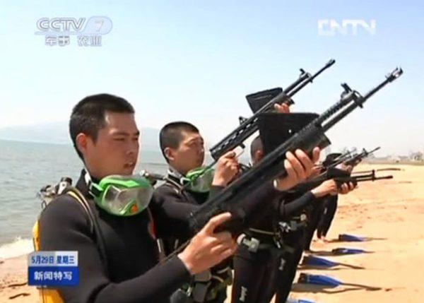 Khác với APS sử dụng cỡ đạn 5,66 x 39 mm, QBS-06 sử dụng đạn cỡ 5,8 mm tiêu chuẩn của Trung Quốc.