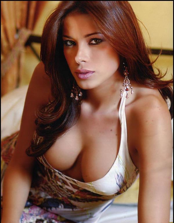 Aida Yespica - tình cũ của Mesut Oezil