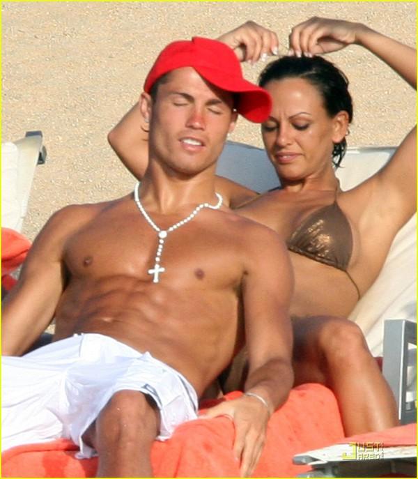 """Còn Cris Ronaldo đã """"ăn"""" cả """"rổ"""" đàn bà"""