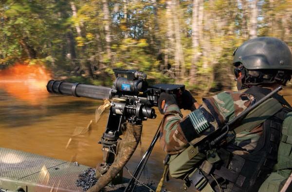 Súng máy M134 Minigun do hãng General Electric thiết kế phát triển từ những năm 1964. Đây là loại súng có cấu tạo rất đặc biệt so với các loại súng máy nói riêng và súng nói chung.