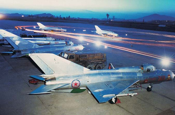 Hiện nay, không quân tiêm kích Triều Tiên được biên chế chừng 484 máy bay chủ yếu do Liên Xô và Trung Quốc sản xuất. Chiếm quá nửa trong số đó là tiêm kích thế hệ cũ, lạc hậu khó có thể đối phó với tiêm kích, máy bay ném bom tối tân Mỹ, Hàn.
