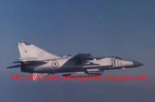 """Tất nhiên, Không quân Tiêm kích Triều Tiên vẫn còn một vài điểm sáng nhỏ nhoi, được xem là có khả năng cao """"giành chiến thắng"""" trước tiêm kích tối tân Mỹ, Hàn. Trong ảnh là tiêm kích siêu âm cánh cụp cánh xòe MiG-23ML của Không quân Triều Tiên."""