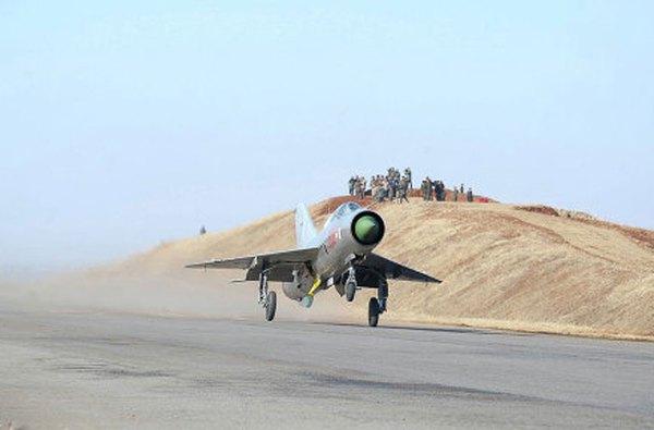 Triều Tiên đang sử dụng 2 biến thể chính của dòng MiG-21 gồm: MiG-21PFM (mang được 2 tên lửa đối không tầm ngắn K-13 và pháo 23mm) và MiG-21bis (mang được 2 tên lửa K-13 hoặc 4 R-60 và pháo 23mm).