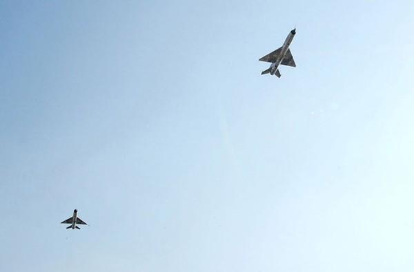 Tuy MiG-21PFM/bis được đánh giá cao về tính cơ động và tốc độ vượt âm thanh. Nhưng hệ thống radar điều khiển hỏa lực dễ bị gây nhiễu, bán kính chiến đấu ngắn, vũ khí tên lửa tầm bắn rất ngắn (dưới 10km) nên khó có thể đối phó với tiêm kích tối tân F-15/16 của Hàn Quốc, chứ chưa nói tới tiêm kích tàng hình F-22.