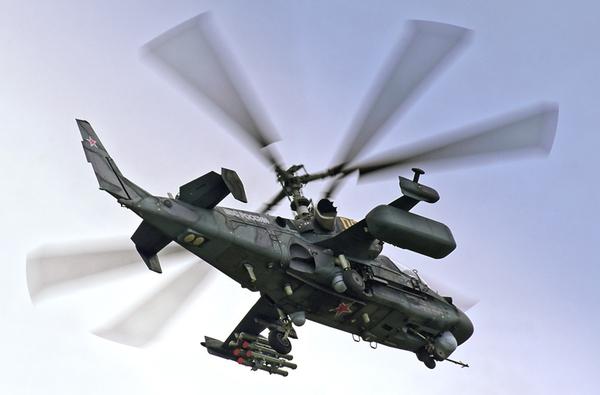 Đây cũng là loại trực thăng chiến đấu duy nhất trên thế giới thiết kế với cơ cấu cánh quạt nâng đồng trục, quay ngược chiều nhau. Với kiểu thiết kế này thì nó triệt tiêu hoàn toàn mô men tự quay, do đó không cần cánh quạt đuôi.