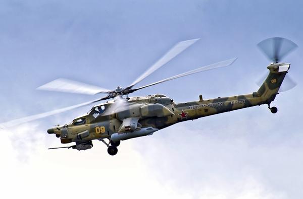 Mi-28 thiết kế với buồng lái 2 người ngồi (trước, sau) bọc giáp chống đạn súng máy cỡ 12,7-14,5mm. Cánh quạt đuôi trực thăng kiểu chữ X nhằm làm giảm tiếng ồn.